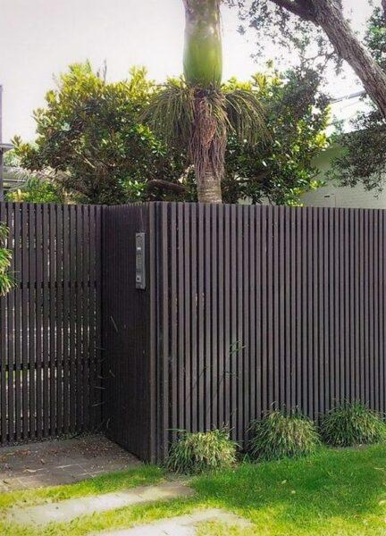 Cerco de madera para frente de casa pintado de gris