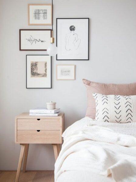dormitorio con pared gris clara