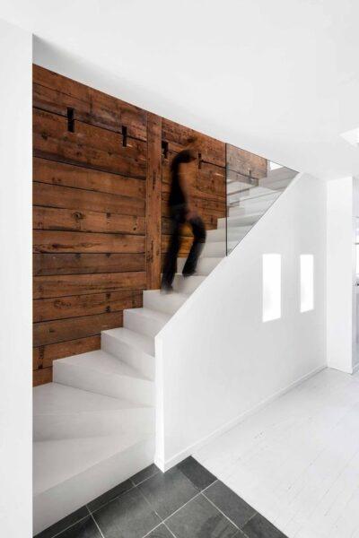 escalera de cemento blancas
