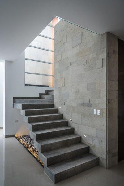 escaleras de cemento alisado modernas