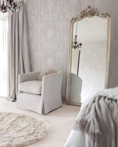 espejo grande rococo en decoracion moderna