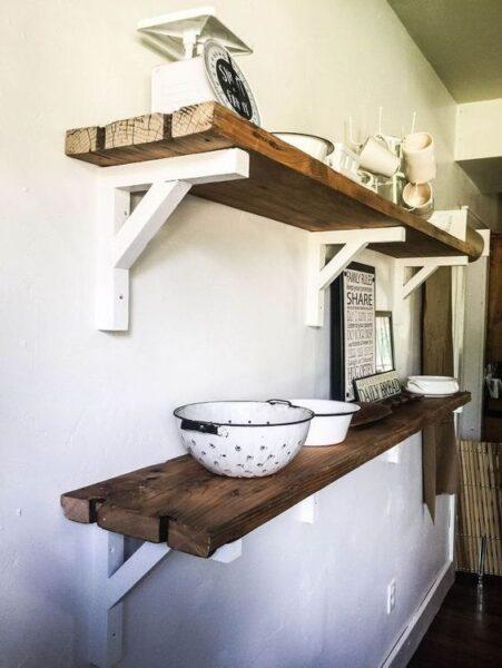estantes con madera reciclada