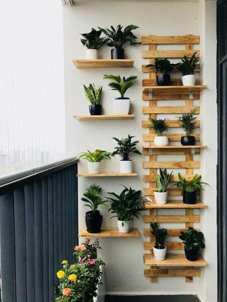 estructura de madera para colocar plantas en balcones