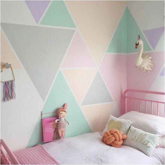 pared multicolor en tonos pasteles