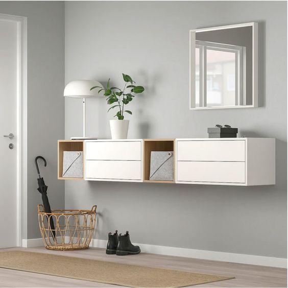 recibidor con mueble flotante de pared espejo y paraguero