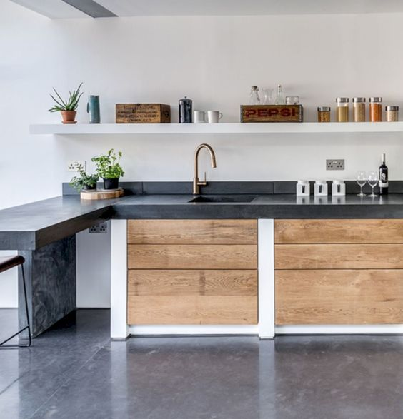 cocina con encimera de cemento oscura