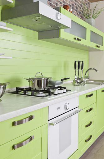 cocinas con muebles verde lima