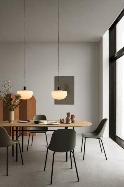 comedor moderno con pisos de cemento alisado