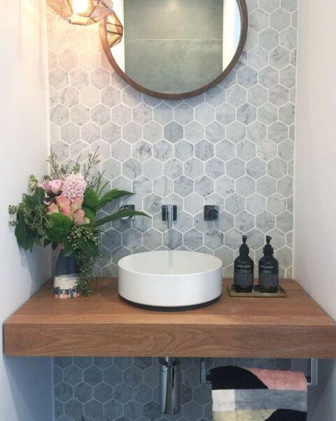 Ante baño con revestimiento vinilico romboidal