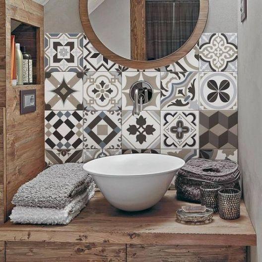 Baño moderno con revestimiento de vinilo calcareo