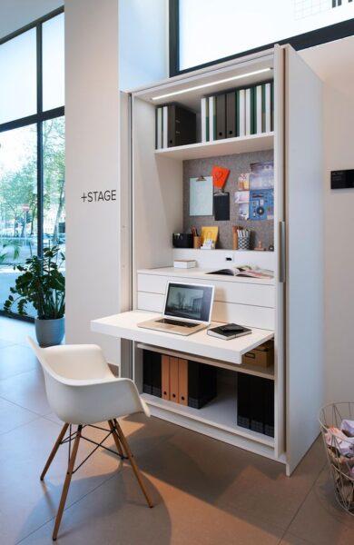 Biblioteca pequeña con escritorio rebatible