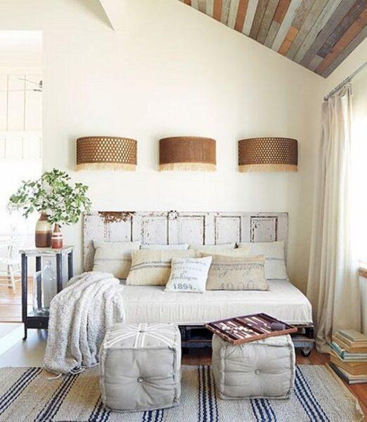 Cabecera de cama rustico con puerta