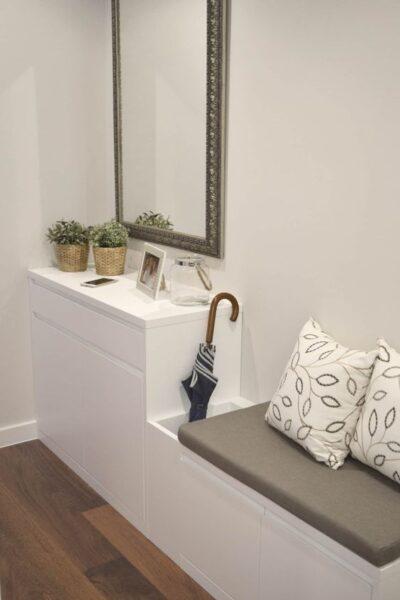 Muebles blancos para pasillos estrechos