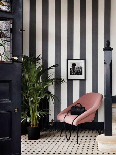 Paredes pintadas verticales en blanco y negro