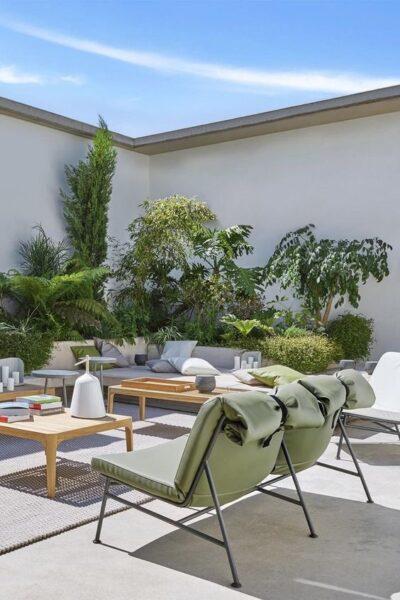 Patio o Jardin con muro pintado de blanco