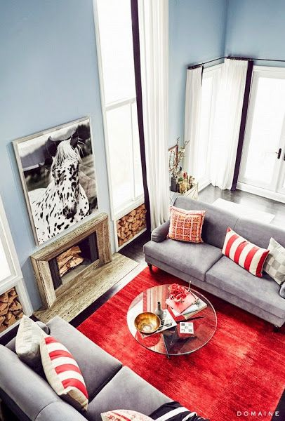 Sala de estar gris y rojo