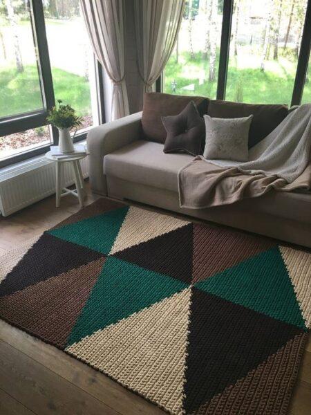 alfombra neutra para sala de estar con piso de madera oscura