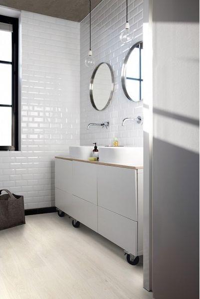 baño revestido con vinilo