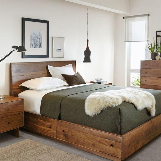 cama rustica de madera con cajones