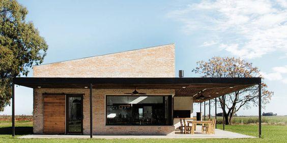 casa moderna de campo con galeria alrededor