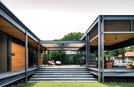 casa moderna rodeada de galeria