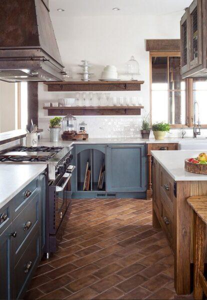 cocina con piso de ladrillo