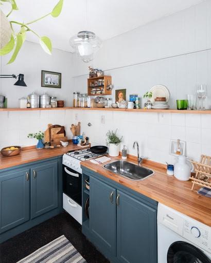 cocinas con muebles de pino pintados verde oscuro
