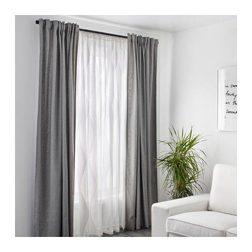 cortinas largas de tela con barral de madera para living moderno