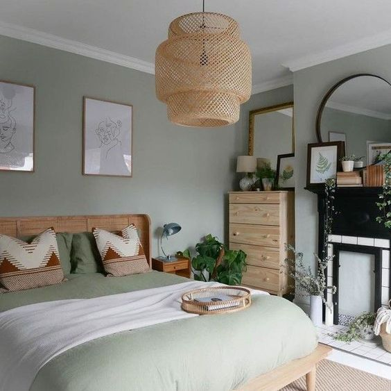 dormitorio rustico con pared verde menta