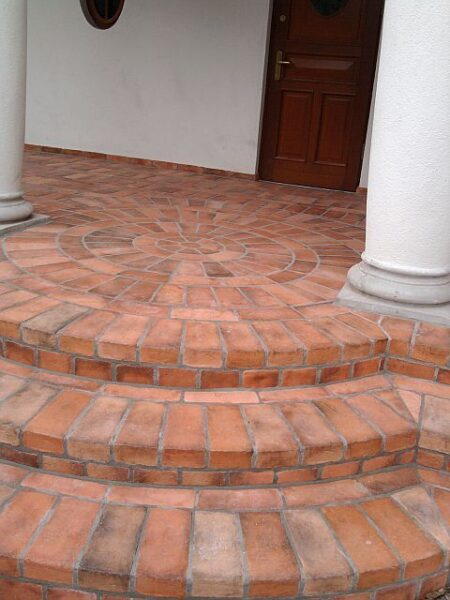 galerias exteriores con piso de ladrillo