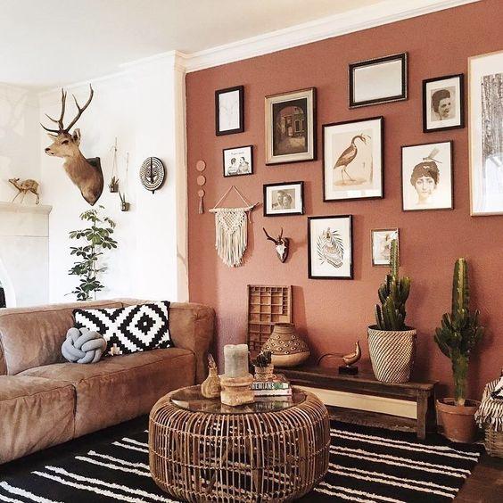 living rustico moderno de color rojo terracota y blanco
