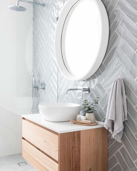 pared de baño revestida de vinilo espiga gris