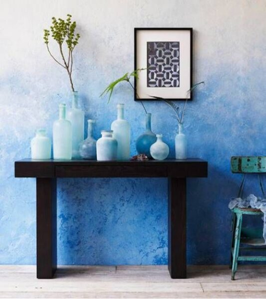 pared pintada con esponja en degrade azul