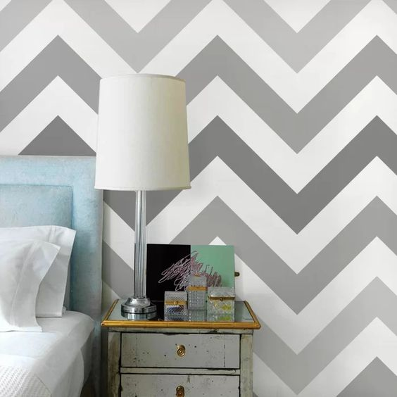 pared pintada con rayas en tonos grises en zig zag