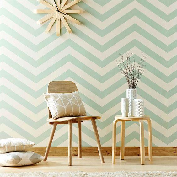 pared pintada en rayas zig zag tonos verde menta
