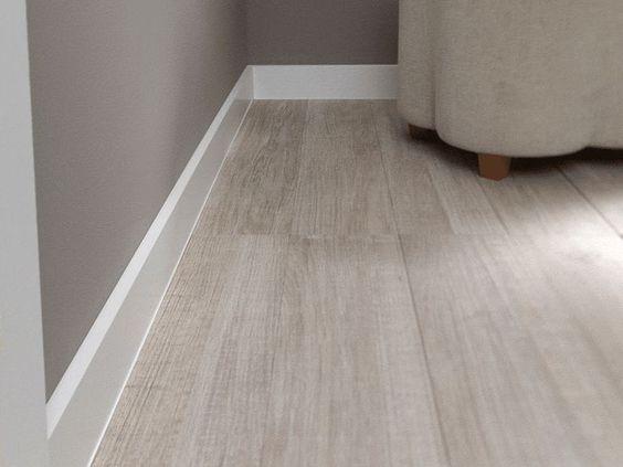 piso vinilo simil madera clara