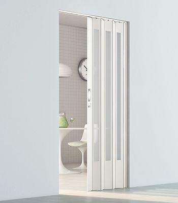 puerta acordeon blanca para baño moderna