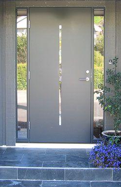 puerta de aluminio para entrada de casas modernas en color gris