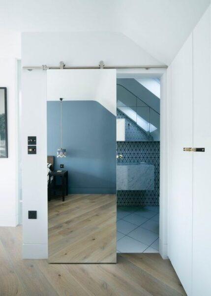 puerta de espejo corredera para el baño