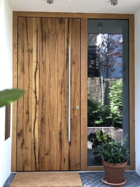 puerta moderna con madera rustica