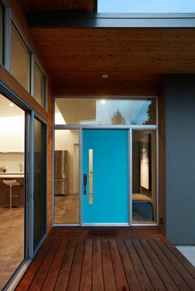 puerta moderna de acceso turquesa