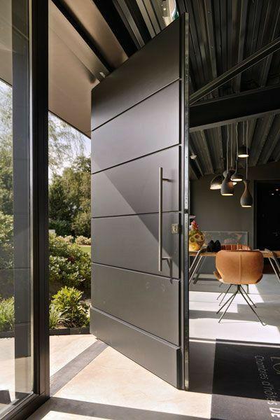 puerta principal de acero moderna