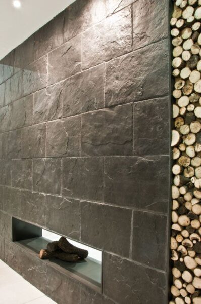 revestimiento interior con lajas rectangulares de Piedra pizzarra