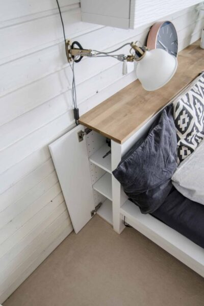 cabecero de cama para aprovechar espacios en dormitorios pequenos