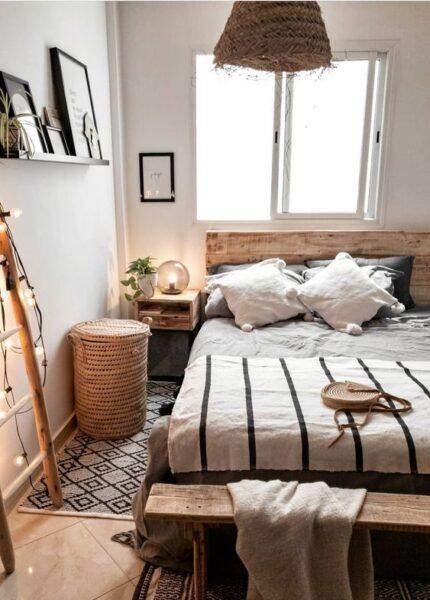 dormitorio matrimonial pequeno con estilo rustico