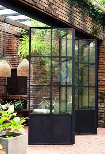 ventanal de hierro vidrio repartido